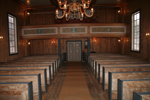 Inne i kyrkja i Garmo
