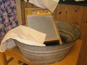 """Klesvask i """"gamle dager"""" foregikk med sinkbalje og vaskebrett"""