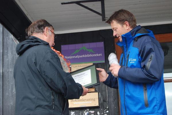 Næringsprisvinnar Egil Nordal og ordførar Simen Bjørgen.