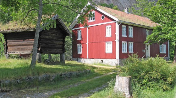 Stabbur og hovedhus på Fennefoss museum