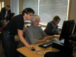 Helene hjelper Gunvor