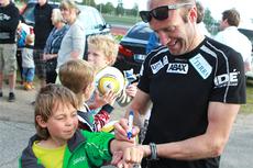 Autografskriving for Odd-Bjørn Hjelmeset på klubbkveld med Ås IL. Foto: Erik Borg.