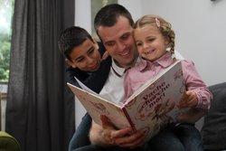 Lesing på fars fang