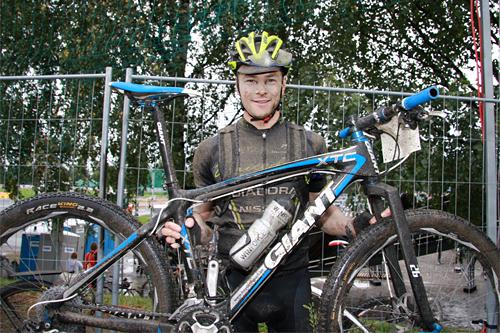 Arne Post jubler etter 16. plass i Birkebeinerrittet. Foto: Geir Nilsen/Langrenn.com.