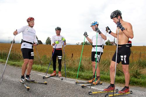 Team NPRO ute på trening, med og uten pulsklokker, fra venstre: Børre Næss, Geir Ludvig Aasen Ouren, Svein Tore Sinnes og Håvard Hansen. Foto: Geir Nilsen/Langrenn.com.
