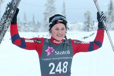 Barbro Kvåle jubler for seieren på norgescupløpet i klassisk stil på Lygna 2012. Foto: Erik Borg.