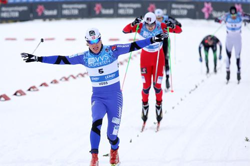 Eirik Brandsdal går inn for landing og NM-gull under sprinten på Voss. Foto: Geir Nilsen/Langrenn.com.