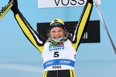 Maiken Caspersen Falla jubler over NM-gull i sprint på Voss 2012. Foto: Geir Nilsen/Langrenn.com.