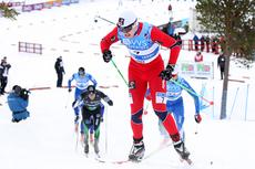 Junioren Sondre Turvoll Fossli kapret NM-sølvet i senior-sprinten på Voss 2012. Her har han akkurat forsert den ene av de hissige kneikene på Voss. Foto: Geir Nilsen/Langrenn.com.