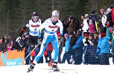 Kristin Størmer Steiar, med Vibeke Skofterud på hjul, undervei i 15 kilometer skiathlon i NM på Voss 2012. I mål ble det bronse på Kristin, mens Vibeke tok 5. plass. Foto: Geir Nilsen/Langrenn.com.