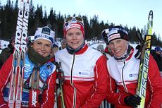 IL Varden ble norgesmestere i stafett 2012 i NM på Voss. Fra venstre: Marthe Kristoffersen, Kristin Gausen og Tora Berger. Foto: Geir Nilsen/Langrenn.com.
