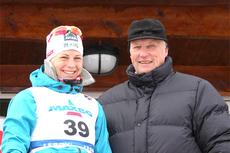Kong Harald V på ski-NM Voss 2012. Her med Astrid Uhrenholdt Jacobsen, vinner av 10 km fri teknikk. Foto: Geir Nilsen/Langrenn.com.