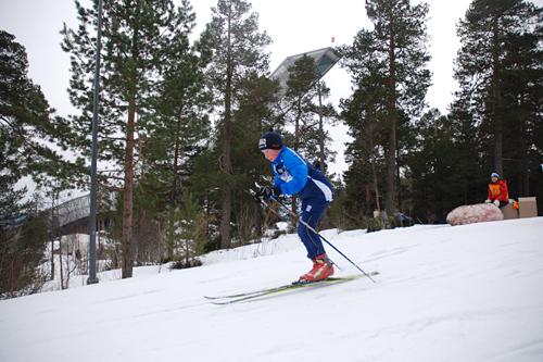 Mange ivrige små skiløpere ga alt under Barnas Holmenkollrenn. Foto: Skiforeningen.