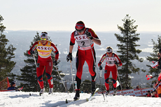 Justyna Kowalczyk har føringen på 30 km fellesstart i Holmenkollen 2012. Bak til venstre i bildet følger Marit Bjørgen og deretter Therese Johaug. Foto: Hemmersbach/NordicFocus.