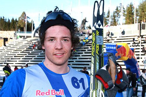 Ånund Lid Byggland smiler fornøyd etter å ha vunnet hele Red Bull NordiX 2012 i Holmenkollen. Foto: Geir Nilsen/Langrenn.com.