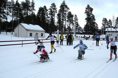 Illustrasjonsbilde fra verdenscupen for funksjonshemmede i Vuokatti 2012, med Marianne Marthinsen i tet ut fra start. Foto: Hilde Gjelsvik.