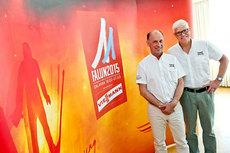 Kent Lövgren, markedssjef for skid-VM i Falun 2015 og Sven von Holst, som leder arrangementet, her med VM-logoen. Foto: Skid-VM i Falun 2015.