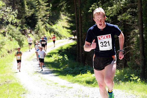 Tore Ruud Hofstad på vei mot seier i Mistbergløpet 2012. Foto: Bjørn Hytjanstorp.