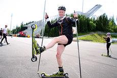 Bjørn Dæhlie i en liten pustepause mens han går runde på runde i den nye rulleskiløypa i Holmenkollen. Foto: Geir Nilsen/Langrenn.com.