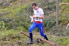Magne Dæhli, NM-vinner for junior i langrenn for noen år siden, satser nå orientering for fullt og er her på vei mot 2. plass i et VM-uttaksløp i Hønefoss og Ringerike i mai 2012. Foto: Geir Nilsen/OPN.no.