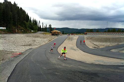 Illustrasjonsbilde fra den flotte 4,6 kilometer lange rulleskiløypa i Nye Knyken skisenter som ble åpnet høsten 2012. Foto: Orkdal IL.