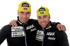 Thomas Alsgaard (til venstre) og Jörgen Brink fra Team United Bakeries smiler etter å ha fått ABAX med på laget.  Foto: ABAX/Team United Bakeries.