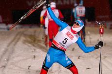 Så glad blir Nikita Kriukov over å slå Petter Northug i verdenscupsprinten i Kuusamo 2012. Foto: Laiho/NordicFocus.