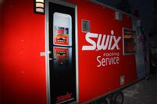 Swix sin service-vogn ute i felten. Foto: Geir Nilsen/Langrenn.com.