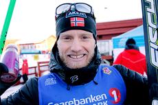 Martin Johnsrud Sundby jubler etter å ha vunnet norgesmesterskapet på 15 km fristil på Gåsbu 2013. Foto: Rasmus Kongsøre/Langrenn.com.