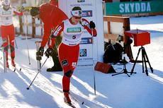 Ingvild Flugstad Østberg legger ut fra starten i sprint-prologen under NM på Gåsbu 2013. I mål var hun raskest av alle. Foto: Rasmus Kongsøre/Langrenn.com.