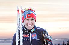 Pål Golberg smiler etter å ha innkassert sin første NM-medalje som senior under mesterskapet på Gåsbu 2013. Foto og fotomontasje: Rasmus Kongsøre/Langrenn.com.