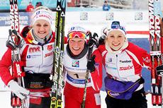 Kathrine Harsem, Tora Berger og Marthe Kristoffersen jubler over å ha kapret NM-gullet foran Heming og Oppdal på Gåsbu 2013. Foto: Rasmus Kongsøre/Langrenn.com.