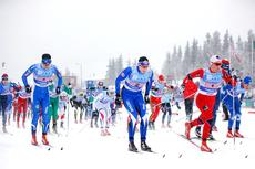 Startskuddet i NM-stafetten 2013 på Gåsbu Langrennsarena har akkurat smelt. Foto: Rasmus Kongsøre/Langrenn.com.
