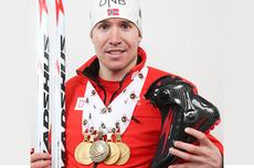 Emil Hegle Svendsen med sin medaljefangst under VM i skiskyting i Nove Mesto i februar 2013. Foto: Manzoni/NordicFocus.