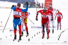 Nikita Kriukov (t.v.) går inn til gull på sprint klassisk i VM i Val di Fiemme 2013, mens Petter Northug tar sølvmedaljen og Alex Harvey går inn til bronse. Foto: Laiho/NordicFocus