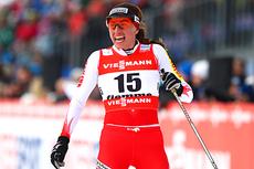 Justyna Kowalczyk var uheldig og falt i sprintfinalen under VM i Val di Fiemme 2013. Foto: Laiho/NordicFocus