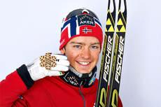Sjur Røthe med bronsemedaljen han vant på 30 km med skibytte under VM i Val di Fiemme 2013. Foto: Felgenhauer/NordicFocus.