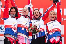 Norges gull-jenter på VM-stafetten i Val di Fiemme. Fra venstre: Marit Bjørgen (4. etp.), Kristin Størmer Steira (3), Heidi Weng (1) og Therese Johaug (2). Foto: Laiho/NordicFocus.