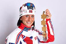 Marit Bjørgen med sine 5 VM-medaljer fra mesterskapet i Val di Fiemme 2013. Foto: Felgenhauer/NordicFocus.