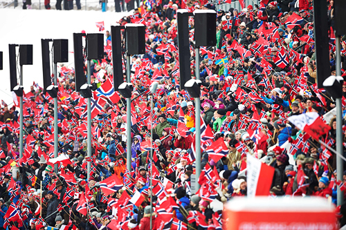 Verdenscupen i Holmenkollen 2013 samlet mye publikum som fikk med seg flotte idrettsprestasjoner. Foto: Felgenhauer/NordicFocus.