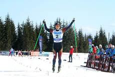 Martin Johnsrud Sundby glir over målstreken som vinner i NM lagsprint sammen med Andrew Musgrave og Røa IL på Budor 2013. Foto: Erik Borg.