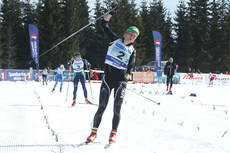 Tuva Toftdahl Staver jubler over målstreken som vinner i NM lagsprint sammen med Ragnhild Haga for IL Røa på Budor 2013. Foto: Erik Borg.