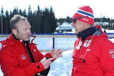 Arrangør Ivar Stuan (til venstre) får ros av Egil Kristiansen for at Nordbygda/Løten Ski ser det positive og ikke har bundet seg opp i at en del stjerner ikke vil dukke opp på NM del 2 i 2013.  Foto: Erik Borg.
