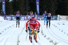 Heidi Weng vinner spurtoppgjøret om 2. plass i 3-mila under NM på Budor 2013. Foto: Erik Borg.