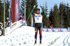 Martin Johnsrud Sundby fra Røa jubler for nok et superløp etter å vunnet NM 50 km på Budor 2013. Foto: Erik Borg.