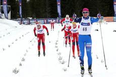 Selma Ahlsand strekker armene i været etter å ha avgjort sprintfinalen i 18-årsklasse under NM på Budor 2013. Foto: Erik Borg.