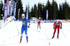 Håvard Solås Taugbøl vinner fellesstart med skibytte i klassen 19/20 år på Budor i norgescupfinalen 2013. Nærmest fulgte Vebjørn Turtveit og Simen Hegstad Krüger. Foto: Erik Borg.