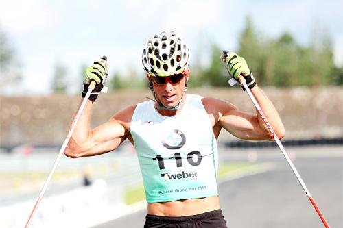 Anders Aukland klart først over målstreken i det 40 km lange turrennet i Rudskogen Rulleski Grand Prix et tidligere år. Foto: Geir Nilsen/Langrenn.com.