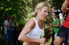 Kristin Størmer Steira vant i dag 10000 meter under NM på Jessheim. Her er hun på vei mot seier i Pinåsløpet 2013. Arrangørfoto.