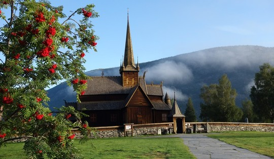 Lom Stavkyrkje. Foto: Kari Sveen